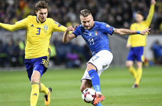 """""""Bom xịt"""" MU - Lindelof chặn đứng Italia: Mourinho sẽ hồi sinh """"Vidic mới"""" - 1"""