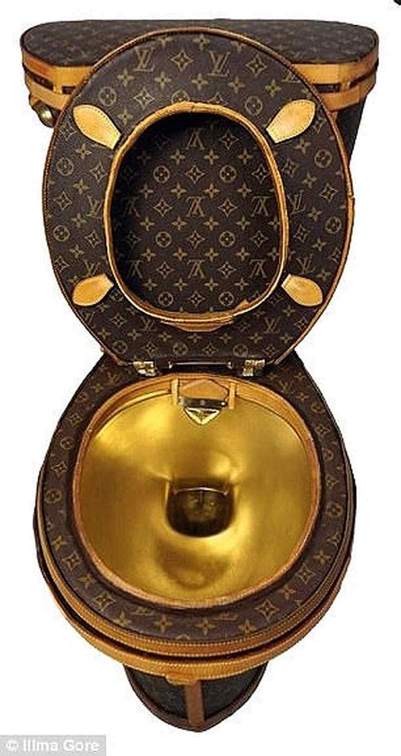 Choáng với bồn cầu 2,2 tỉ làm từ túi Louis Vuitton - 2