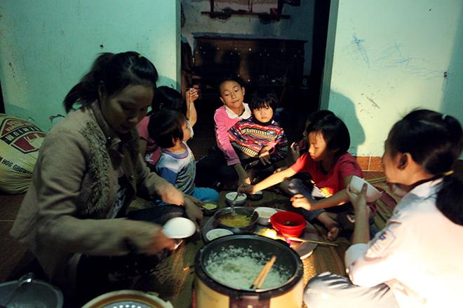 """Những lần vượt cạn """"siêu tốc"""" của người phụ nữ 29 tuổi đẻ 8 con ở Hà Nội - 2"""