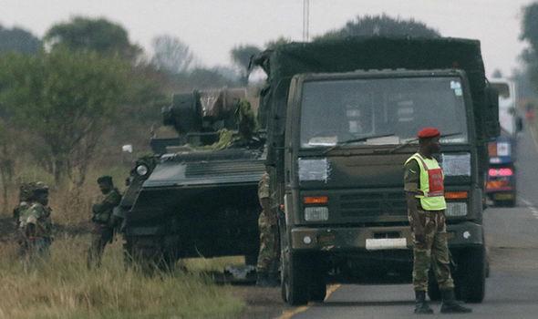 Nổ lớn ở thủ đô Zimbabwe, quân đội chiếm đài truyền hình quốc gia - 4