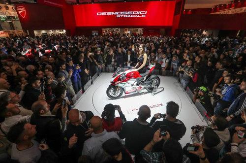 """Ducati Panigale V4 được chọn là """"Xe thể thao đẹp nhất EICMA 2017"""" - 1"""