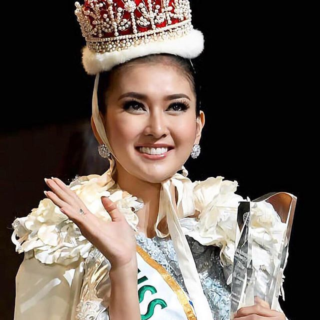 """Đôi mắt """"rắn"""" vẫn lên ngôi thuyết phục của tân Hoa hậu Quốc tế - 1"""