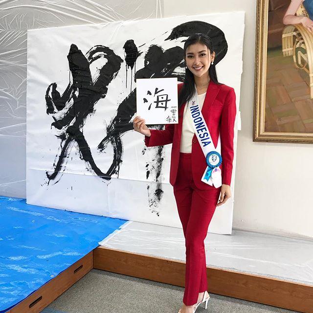 """Đôi mắt """"rắn"""" vẫn lên ngôi thuyết phục của tân Hoa hậu Quốc tế - 10"""