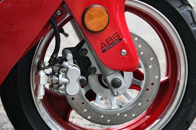 Độ phanh ABS cho xe máy: an toàn hay hiểm họa khôn lường? - 2