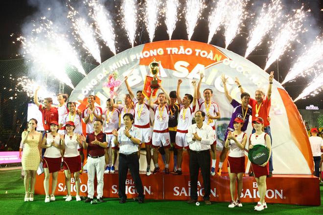 Giải bóng đá mini cúp Bia Sài Gòn 2017: Đậm đà tình bằng hữu - 1