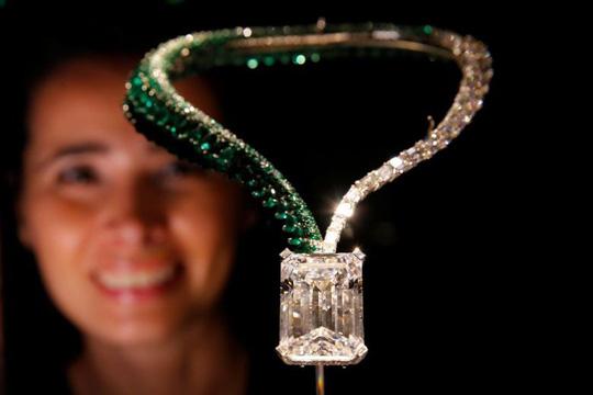 Kim cương khổng lồ giá 33,7 triệu USD - 1