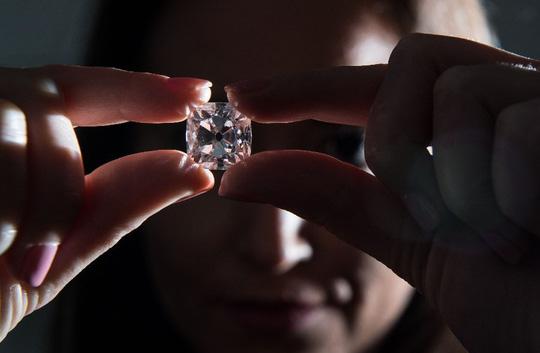 Kim cương khổng lồ giá 33,7 triệu USD - 2