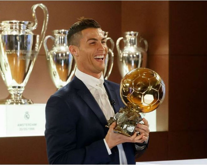 """Ngỡ ngàng: Ronaldo gọi điện cho Messi """"chia chác"""" Bóng vàng - 2"""