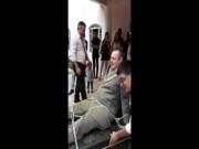 Sốc với clip cô dâu kéo lê chú rể bị xích trong đám cưới