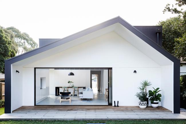 Xu hướng tái cấu trúc nhà ở để tiết kiệm chi phí đang ngày càng được ưa chuộng và gia chủ của ngôi nhà này cũng vậy.