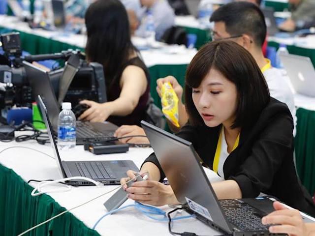"""Tiết lộ gây """"sốc"""" về đường truyền internet phục vụ báo chí tại APEC 2017"""