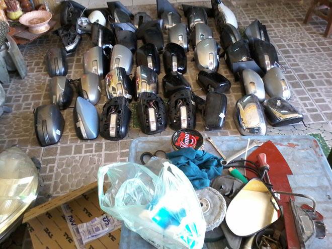 """Cảnh sát mật phục bắt """"nóng"""" kẻ bẻ trộm hàng loạt kính xe ô tô - 4"""