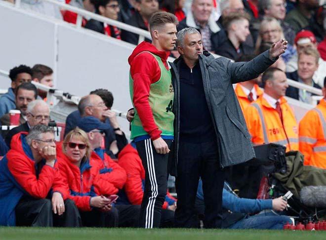 """Chuyển nhượng MU: Mourinho giữ """"báu vật"""" Tominay, quyết không nhả - 1"""