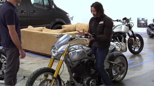 Keanu Reeves gây sốt tại hội chợ xe phân khối lớn - 2