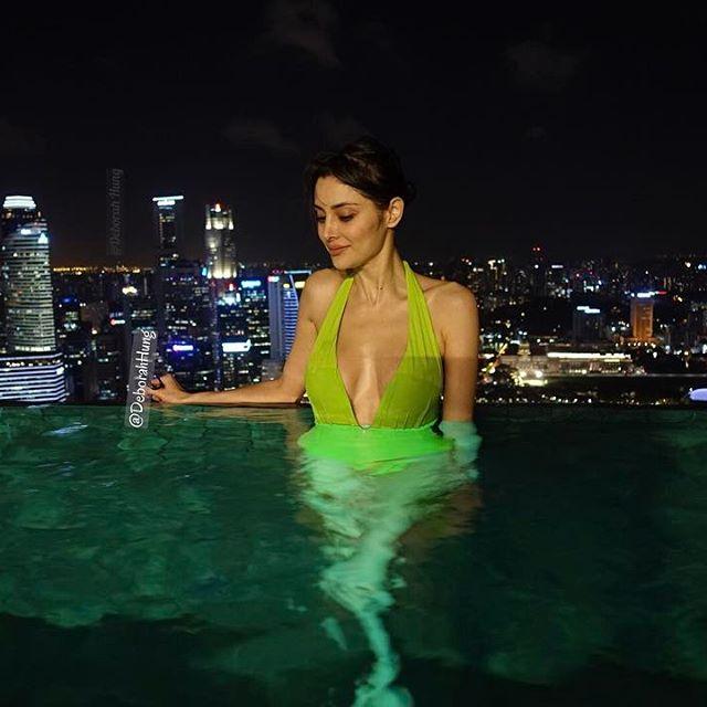 Ảnh bikini bốc lửa mới tinh của vợ tỷ phú xấu trai nhất Macao - 12