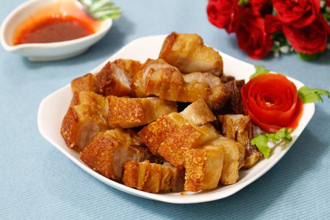 Tuyệt chiêu làm thịt quay giòn bì không cần lò nướng - 1