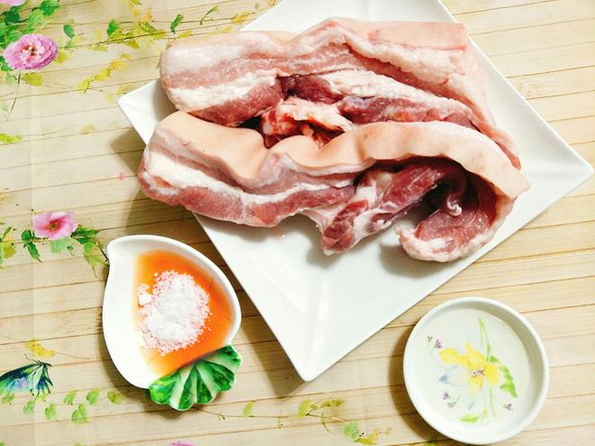 Tuyệt chiêu làm thịt quay giòn bì không cần lò nướng - 2