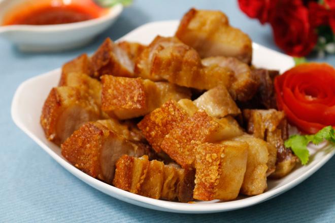 Tuyệt chiêu làm thịt quay giòn bì không cần lò nướng - 9