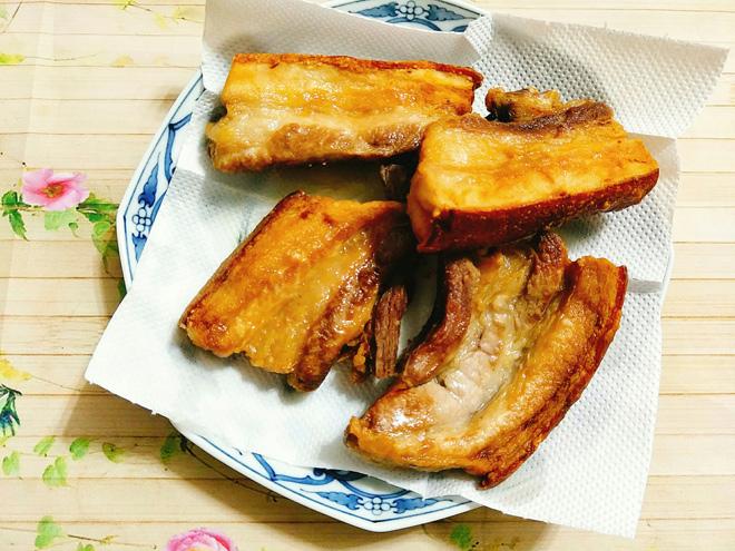 Tuyệt chiêu làm thịt quay giòn bì không cần lò nướng - 8