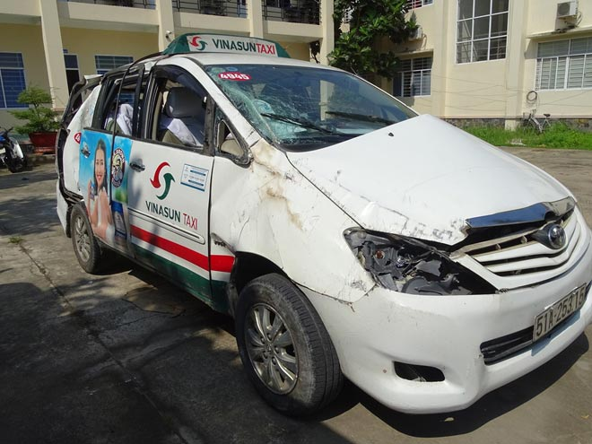 Thiếu nữ 17 tuổi cầm đầu băng nhóm đi cướp taxi - 1