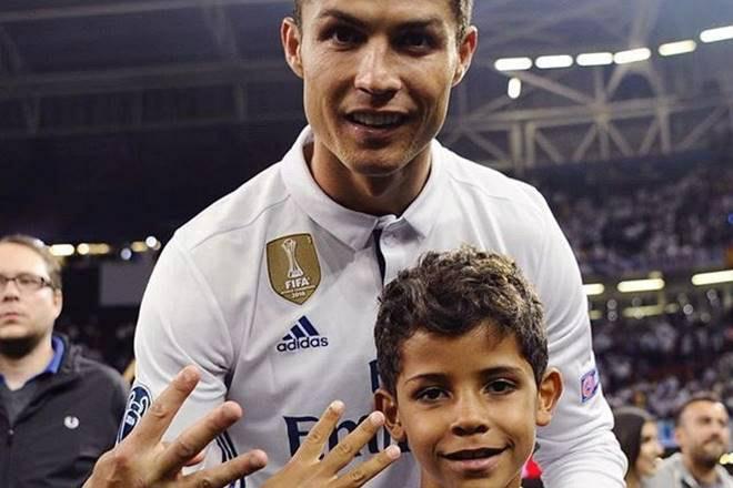 Tin HOT bóng đá tối 18/11: Con trai Ronaldo lập 2 hat-trick - 1