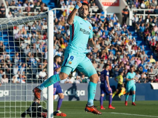 """Suarez giải hạn ngày Messi """"hóa đá"""", Barca đạt kỉ lục… phòng ngự"""