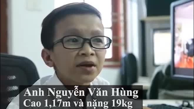 Đến lớp học đặc biệt của thầy giáo tí hon nặng 19kg