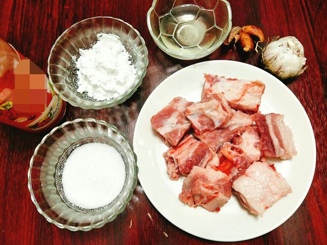Sườn xào chua ngọt mềm ngon, đậm đà, ấm bụng ngày đầu đông - 2