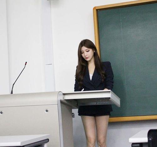 5 giáo viên toàn mỹ nữ mỹ nam khiến ai cũng muốn học cả đời - 6