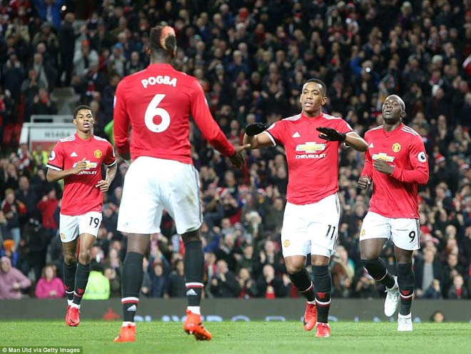 MU bùng nổ: Mourinho tuyên chiến Man City, đón tin vui từ đại kình địch - 1