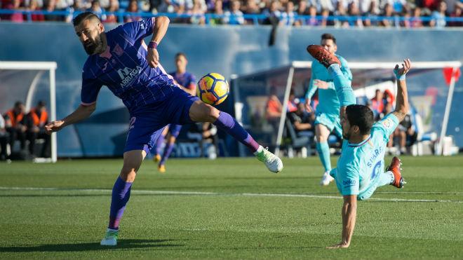 """Suarez giải hạn ngày Messi """"hóa đá"""", Barca đạt kỉ lục… phòng ngự - 2"""