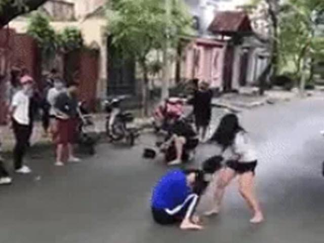 Xác minh clip thiếu nữ bị đánh dã man giữa đường - 1