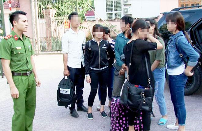 Giải cứu 4 thiếu nữ bị lừa bán sang Trung Quốc làm gái mại dâm - 1