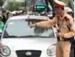 """Hà Nội: Danh tính nữ tài xế lái ôtô hết kiểm định, """"ủn"""" CSGT"""