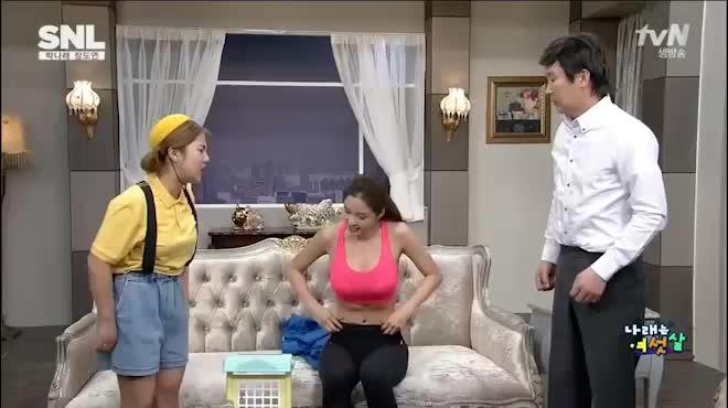 MC hoa hậu có vòng một 90 cm cứ tung ảnh bikini là gây sốt