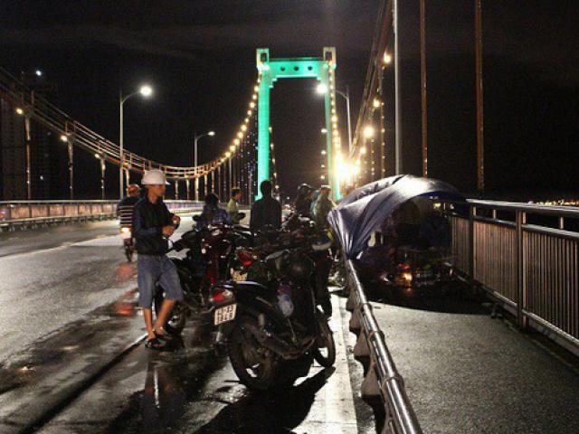 Bỏ lại xe đạp trên cầu, một học sinh lớp 11 nhảy sông tự tử - 3