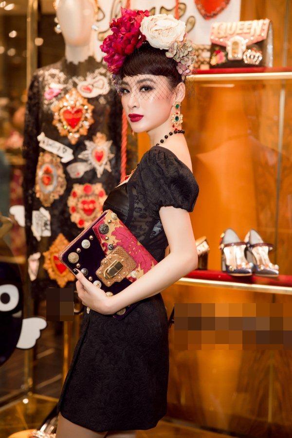 """Angela Phương Trinh đỏng đảnh với mốt """"hoa hòe hoa sói"""" đẹp nhất tuần - 2"""