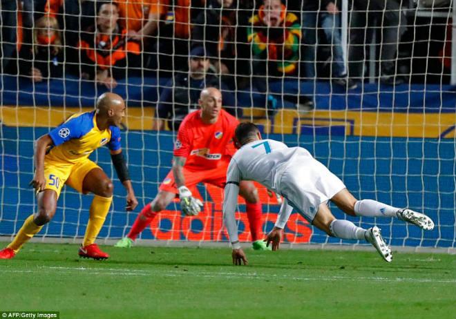 """Tuyệt tác cúp C1: Ronaldo – Benzema """"giải hạn"""", Liverpool bị rượt đuổi điên rồ - 4"""