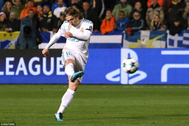 """Tuyệt tác cúp C1: Ronaldo – Benzema """"giải hạn"""", Liverpool bị rượt đuổi điên rồ - 1"""