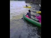"""""""Tê tái"""" với tai nạn dưới nước trong trời lạnh"""