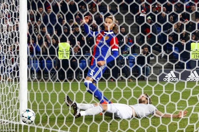 MU thua sốc: Fan nổi điên đòi xử 6 SAO, đay nghiến Mourinho - 1