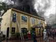 HN: Cháy lớn quán Karaoke cạnh hồ Linh Đàm, cột khói bốc cao