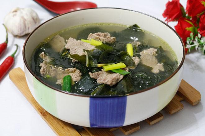 Canh rong biển thịt bò thơm ngọt, nóng hổi cho bữa cơm chiều - 1