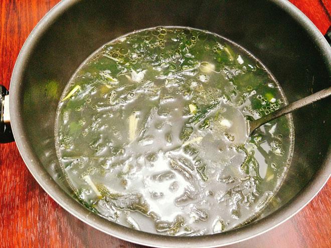 Canh rong biển thịt bò thơm ngọt, nóng hổi cho bữa cơm chiều - 7