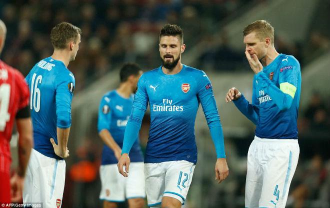 """Arsenal thua sốc: Báo Anh chê tơi tả, rộ tin Wenger sắp """"về vườn"""" - 1"""