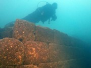 Lặn hồ Thổ Nhĩ Kỳ, phát hiện cả một công trình hoành tráng