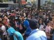 Hàng trăm fan Việt chen chúc, xếp hàng dài 1km để đón sao Hàn tại MAMA