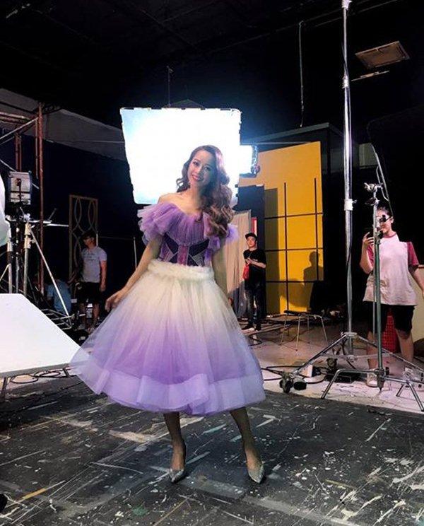 Váy áo đẹp như công chúa, Chi Pu vẫn bị soi vì sự cố hớ hênh trong MV mới - 7