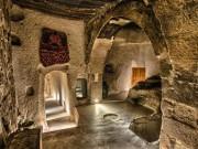 """Du lịch - Trở về """"thời tiền sử"""" tại 7 khách sạn hang động độc và lạ nhất hành tinh"""