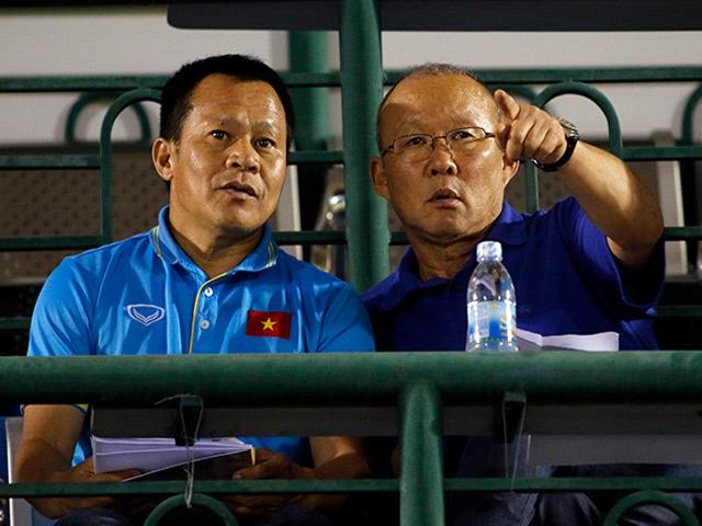 Quân của Giggs thua đau, HLV Park Hang Seo xem giò học trò U23 Việt Nam